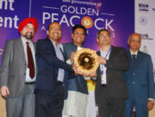 Shri Piyush Goyal presenting Golden Peacock award to Tetra Pak